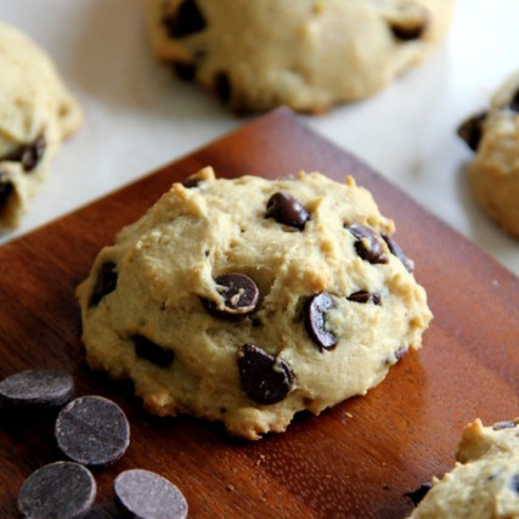 Skinny Chocolate Chip Cookies {Healthy, Vegan}