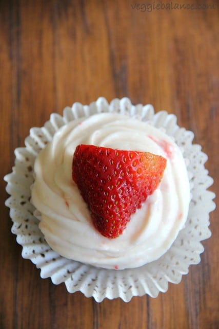 Fresh Strawberry Cupcakes - Veggiebalance.com