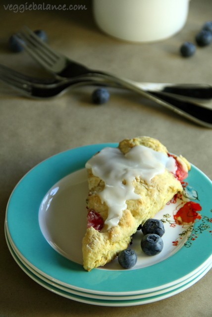 Strawberry Blueberry Scone - Veggiebalance.com