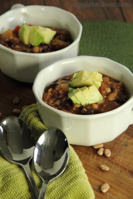 Delicious Crockpot Vegetarian Quinoa Chili Recipe