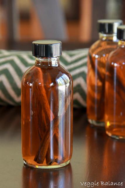 How to make Homemade Vanilla Extract - Veggiebalance.com