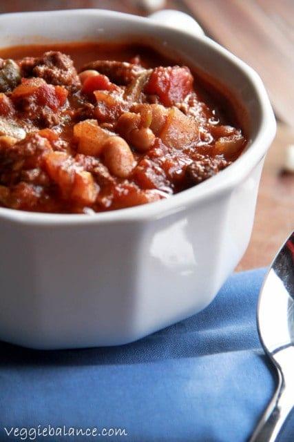 Beef Crockpot Chili - Veggiebalance.com