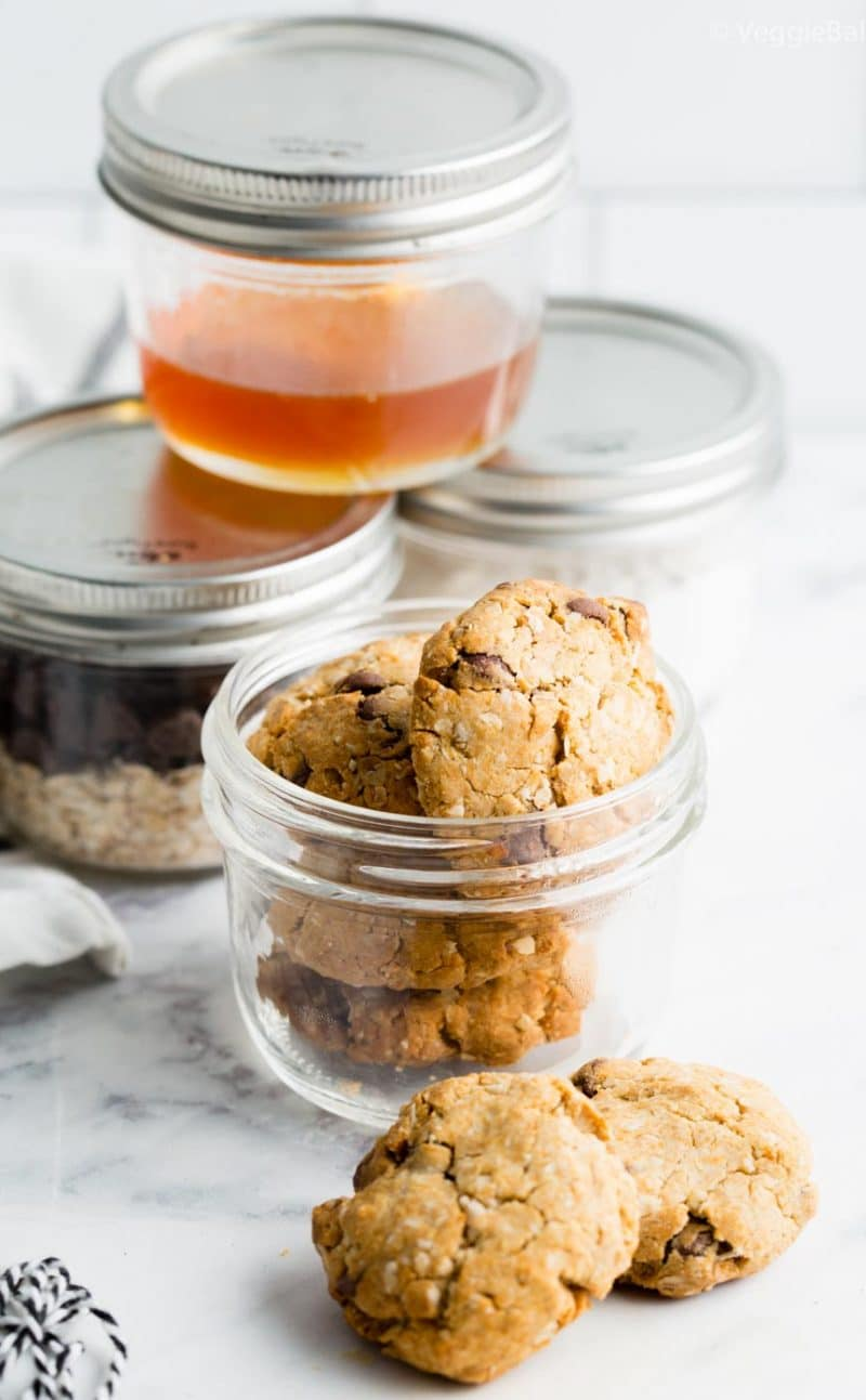 Oatmeal Cookies in a jar with FREE PRINTABLE