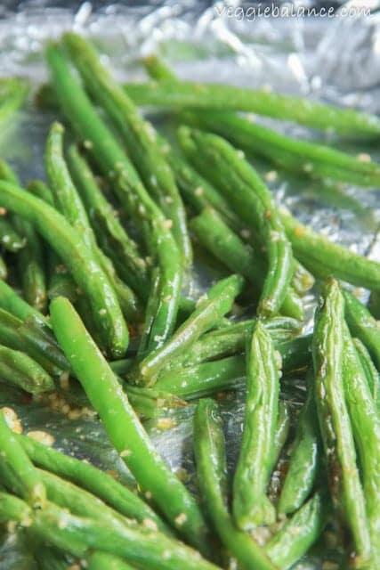 Baked Garlic Green Beans - Veggiebalance.com