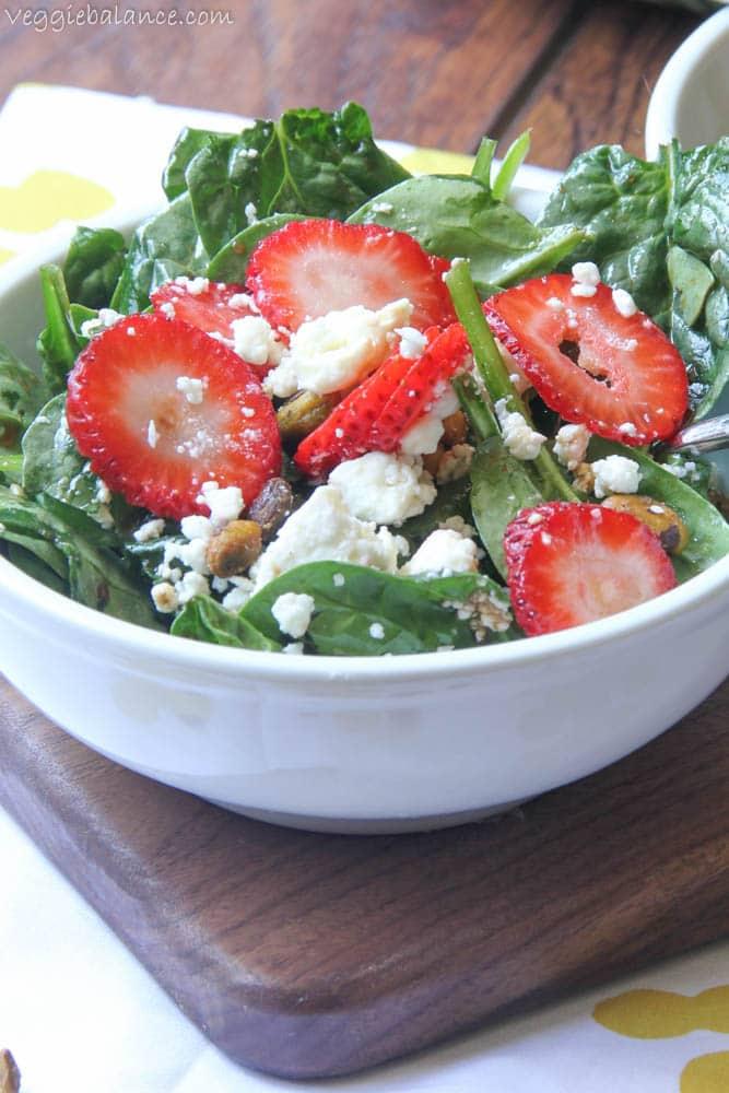 Spinach Strawberry Salad - Veggiebalance.com