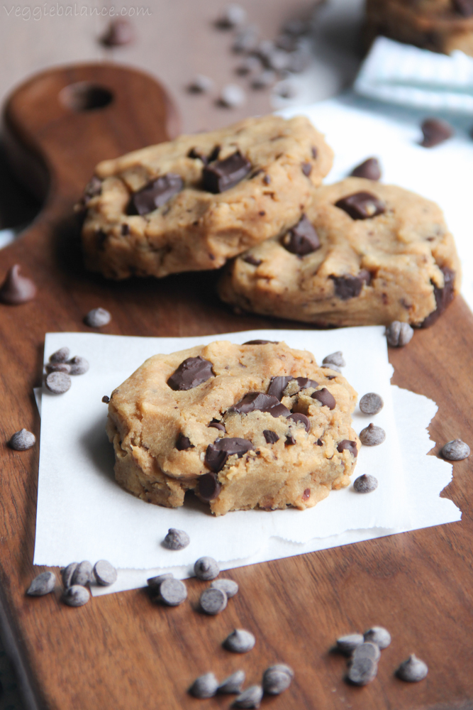 Healthy Chocolate Chip Cookies recipe, 6-ingredients turn into gooey moist chocolate chip cookies that are a healthy and skinny chocolate chip cookie. Gluten Free, Low-sugar, No oil or butter added. (Vegan, Egg-Free)
