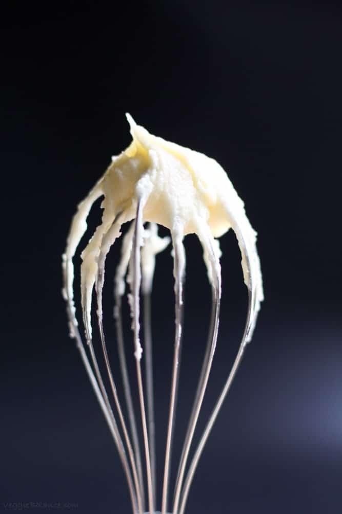 Healthy Vanilla Buttercream Frosting {Low-Sugar} - Veggiebalance.com