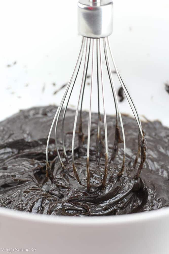 Healthy Chocolate Frosting with Avocado - Veggiebalance.com