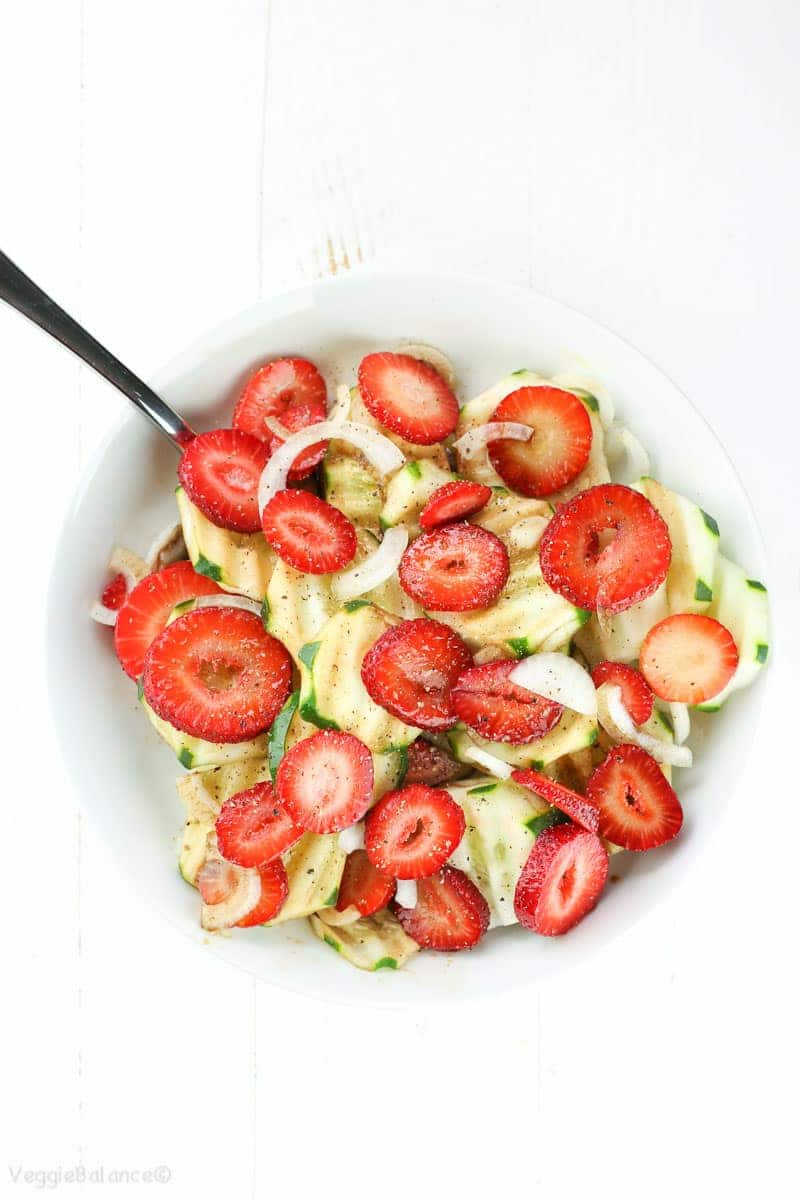 Easy Strawberry Cucumber Salad Recipe with Balsamic Dressing - Veggiebalance.com