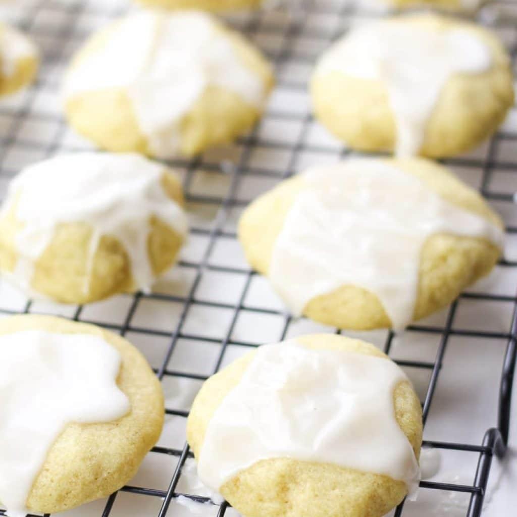 Gluten-Free Almond Meltaway Cookies