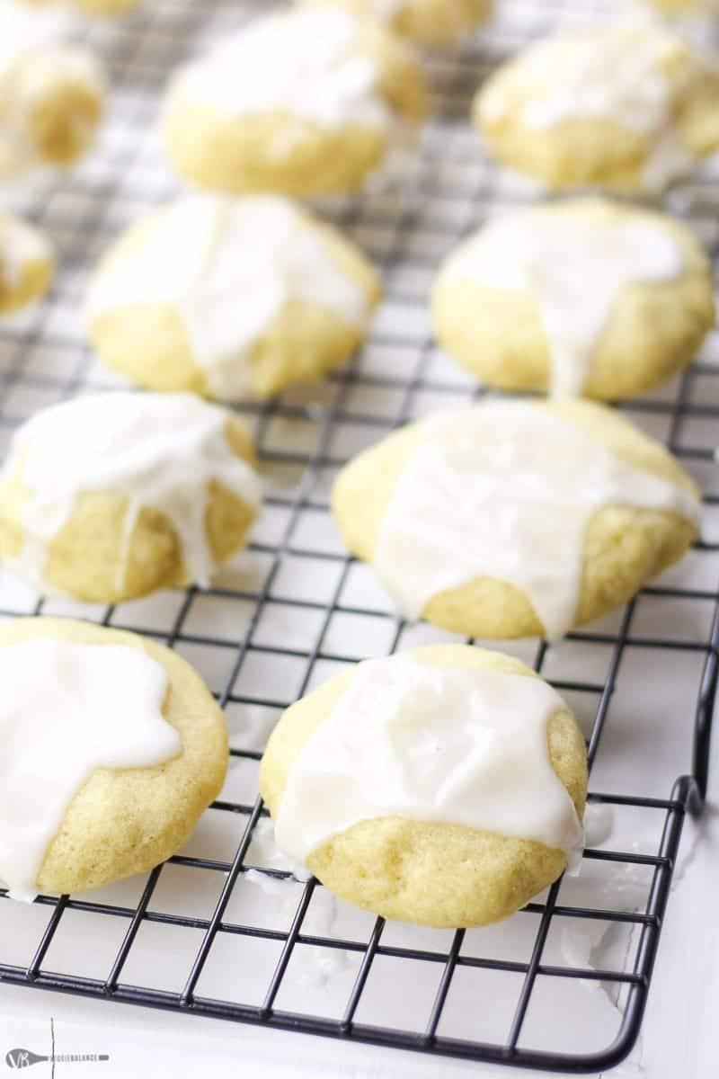 Almond Meltaway Cookies recipe - Veggiebalance.com
