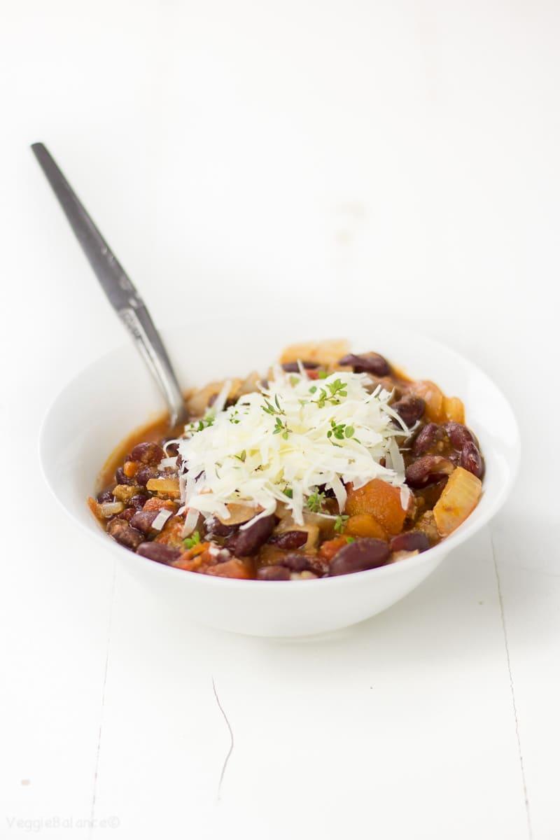 Healthy Beef Crockpot Chili - Veggiebalance.com