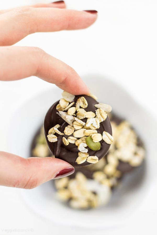 Muesli Chocolate Energy Bites - Veggiebalance.com