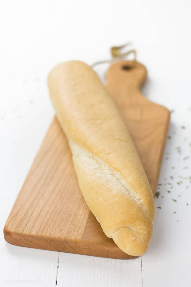 Homemade Garlic Bread with a gluten-free twist - Veggiebalance.com