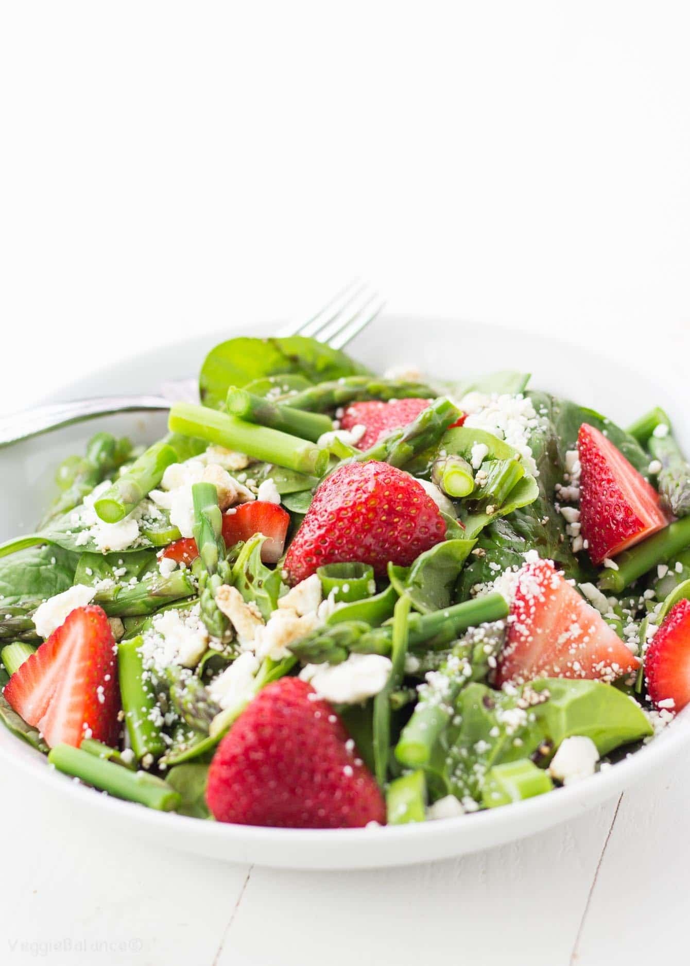 Strawberry Spinach Salad with Asparagus - Veggiebalance.com