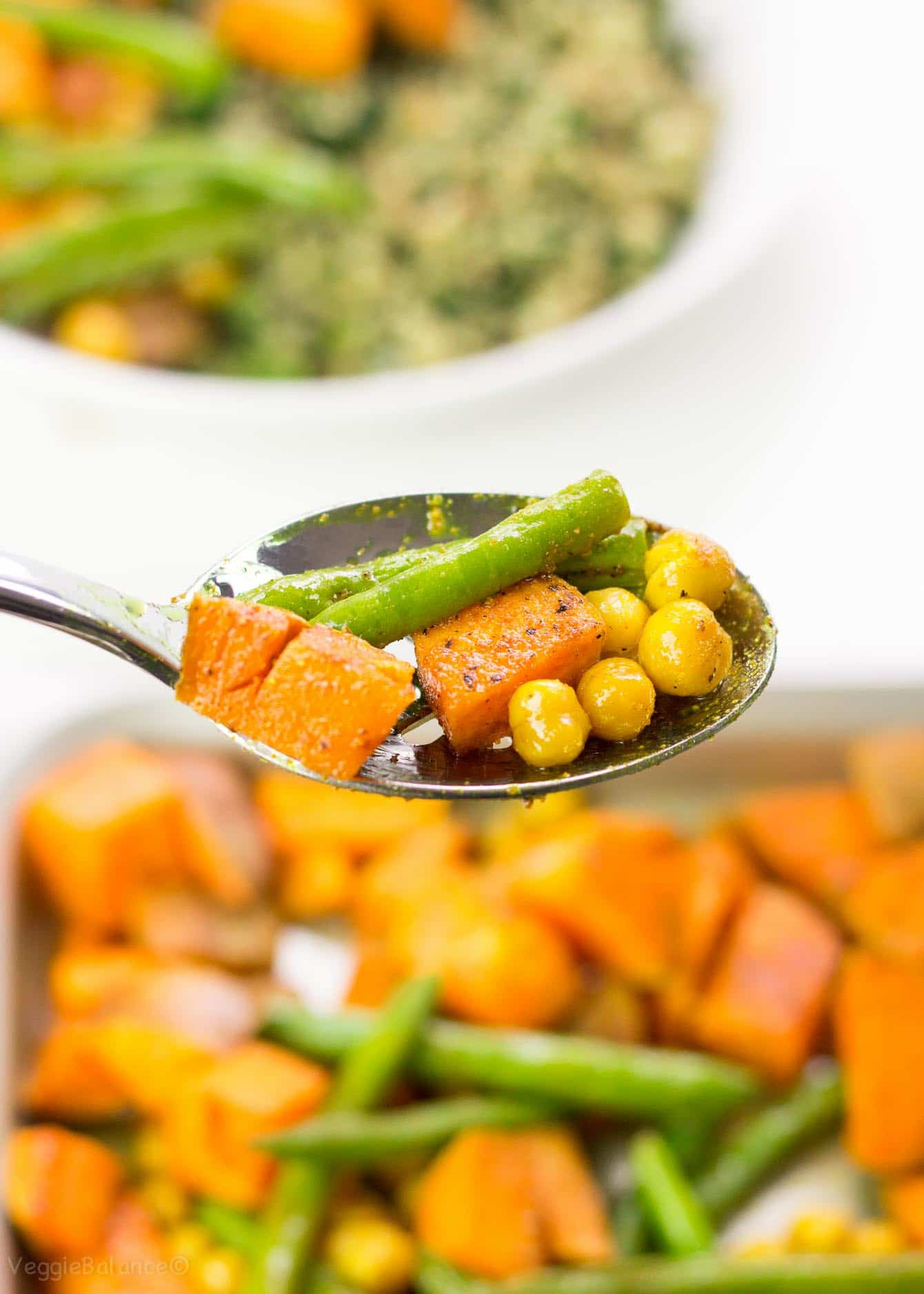 Turmeric Roasted Sweet Potato, Green Beans and Crunchy Chickpeas are what's shakin' for dinner tonight. Easy weeknight-meal-for-the-win with this healthy sheet pan dinner. (Gluten-Free, Dairy-Free, Vegan)