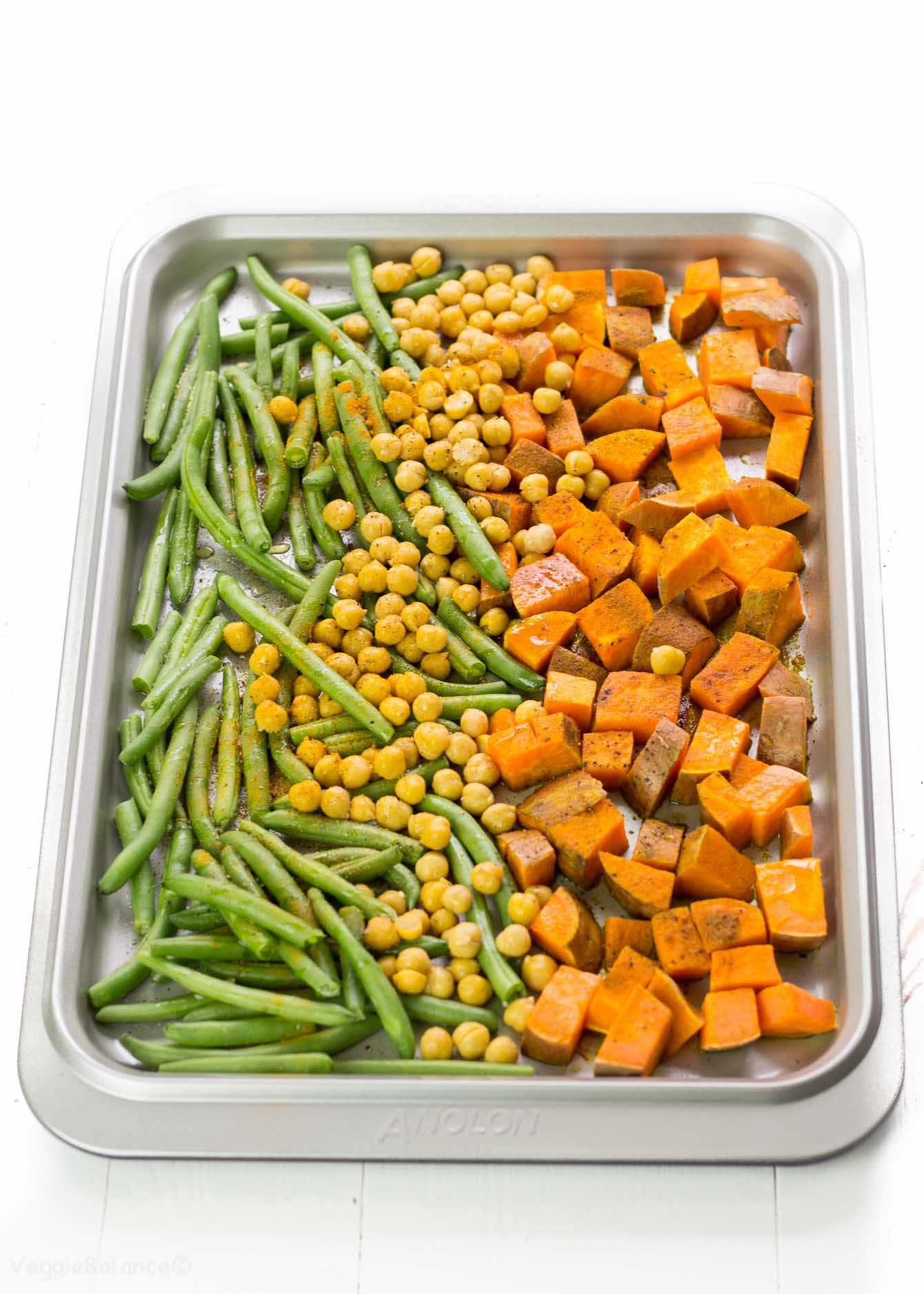 Turmeric Roasted Sweet Potato, Green Beans and Crunchy Chickpeas - Veggiebalance.com
