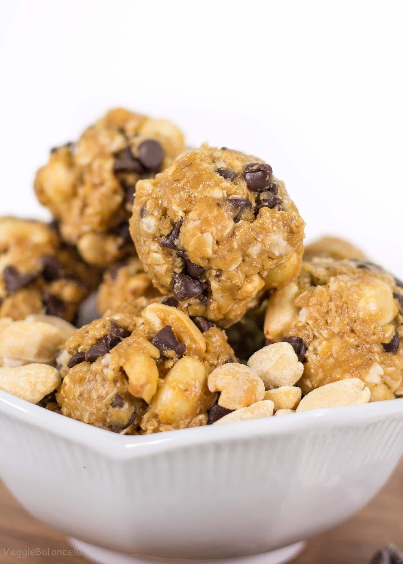 No Bake Peanut Butter Chocolate Breakfast Bites - Veggiebalance.com
